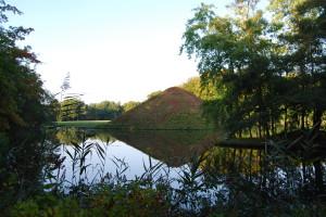 Der Tumulus, die Grabpyramide im Park des Fürsten Pückler in Branitz